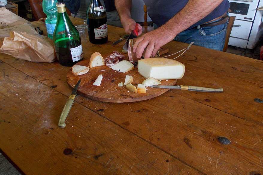 Käase und Wein Toskana